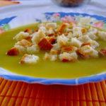 Zupa krem z jarzyn i grzankami