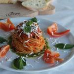 Spaghetti z kurczakiem (domowy sos pomidorowy)