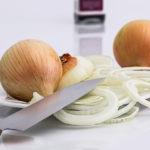 jak kroić cebulę aby nie płakać