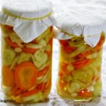 Sałatka z ogórków i marchewki w oleju przetwory na zimę