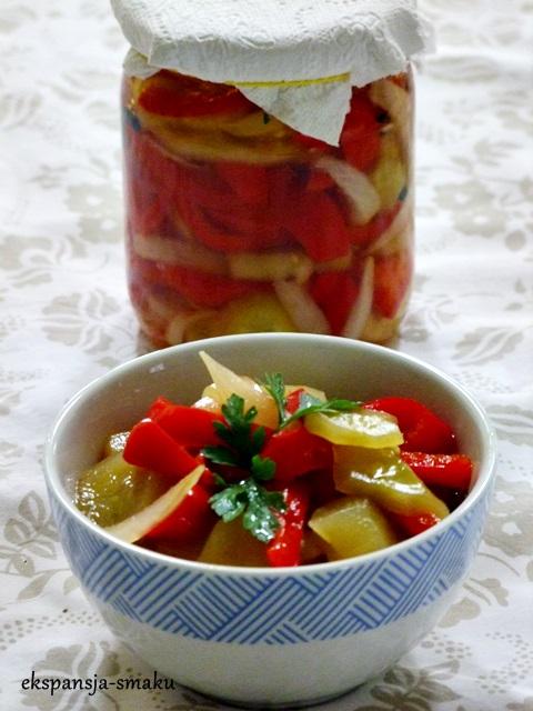 Sałatka z ogórków i papryki