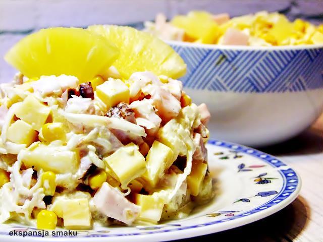 sałatka z ananasem i szynką jpg